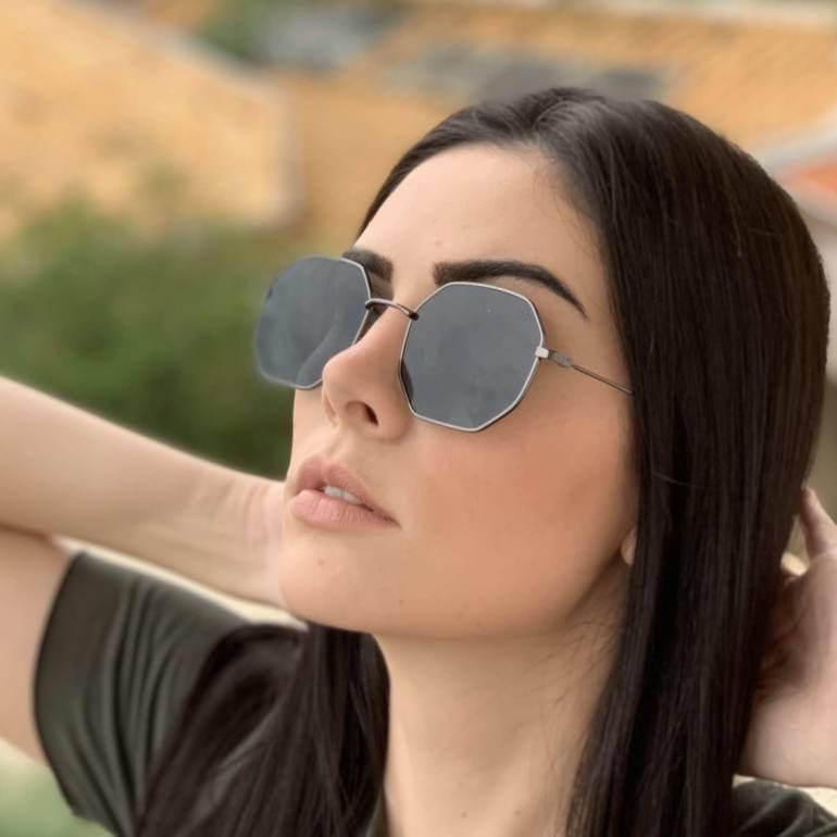 oculos de sol quadrado preto elisa 4 0 2